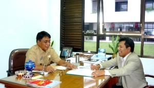 Samiun Achmad menjelaskan kepada Bpk Bupati Theofilus Allorerung