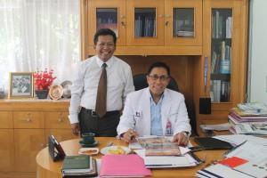 Aku dan Prof.Abd Kadir Phd( Dirut RS Wahidin Mks)Keluarga Bumiputera