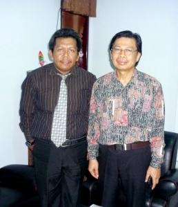 Photo bersama Bpk.Prof.DR.Pasolang Pasapan,SH.MH.( Rektor UKIP ) & Samiun