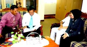 Samiun menjelaskan Kiprah Bumiputera kepada Bpk Muh Natsir