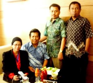 Foto bersama (ki-ka ) PY Marina,Samiun,Abd Jalil,Muzakkir  usai penyerahan klaim