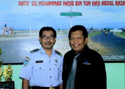 Samiun & Tajuddin Nur fhoto bersama usai wawancara asuransi