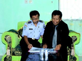 Samiun menjelaskan HOT LINE 24 Jam Call Bumiputera toll Free