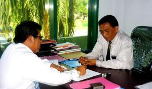 Samiun memberi penjelasan ke Bpk.Ir.Syarifuddin M ( PR.II UIM)