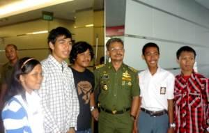 SYL- merakya - t foto bersama pengunjung Harian Fajar -Graha Pena MKS