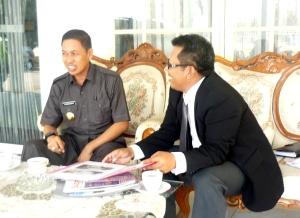 Samiun menyampaikan penjelasan Mitra Eksekutif kepada Syamsuddin  A Hamid