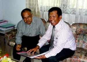 Kepala Biro Adm dan Keuangan UNM Syatir Mahmud  dan Samiun di UNM