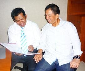 Samiun dan Rudy S ( Managing Director Sermani Stell Corp)saat mengajaknya lebih mencintai lagi Bumiputera