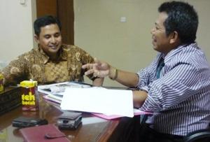 Samiun memberikan penjelasan kepada H Hoist Bachtiar