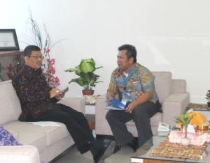 Samiun dan Tri Heriadi berbincang soal Asuransi warga dengan Pendanaan  Dana Desa